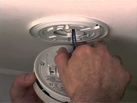 Replace battery in Kidde 4973 smoke alarm