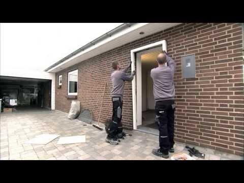 How to mount an entrance door