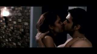 esha gupta kissing emraan hashmi in Raaz 3