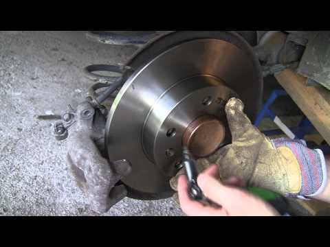 Astra H: How to change the rear brake disc and pads on Opel/Vauxhall