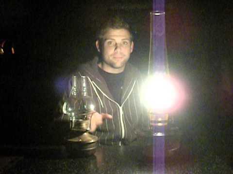 Aladdin Oil Lamp :  Flat wick vs  Aladdin