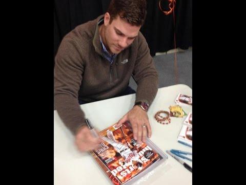 Orioles Chris Davis Signing Autographs HD