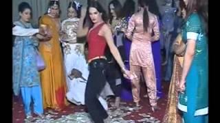 hot dance.....................paisa hi paisa