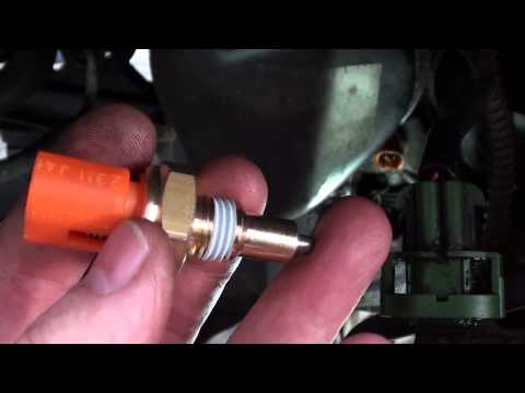 Volvo V40/S40 Reverse light switch replacement