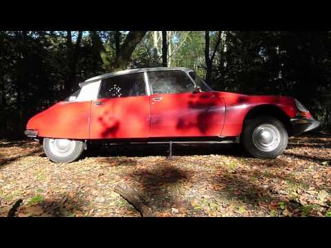 Amazing, changing tires on Citroen DS, no jack required!