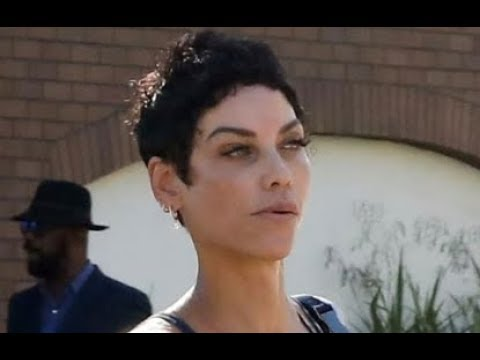 CLOSE UP Pics Of 51 Yr Old Nicole Murphy's Face It's Aging FASTER Than Her Body!!