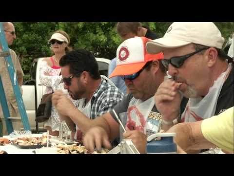 Watch A Stone Crab Eating Contest