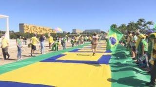 Bolsonaro ignora al COVID-19 y se pasea a caballo entre miles de personas en Brasilia