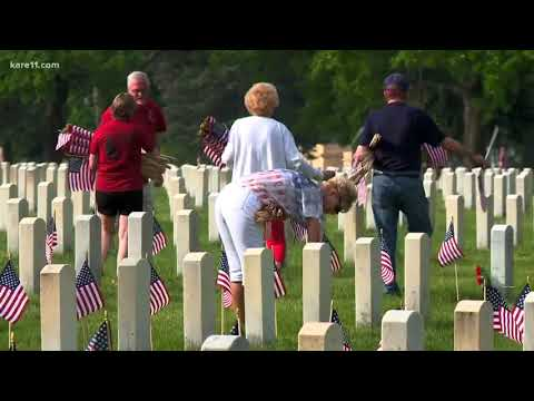 Gold Star families place flags at Fort Snelling
