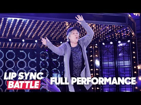 """Kathy Bates' Fly Performance of """"Hip Hop Hooray"""" by Naughty by Nature 