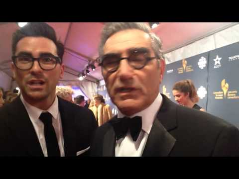 Eugene and Dan Levy Have Father/Son Debate Over Colour Of Viral Dress