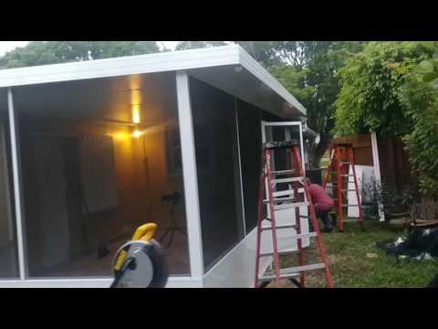 Insulated aluminum screen enclosure