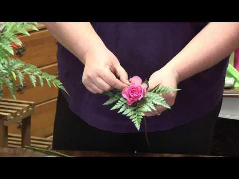 Flower Arrangements : Make a Flower Corsage