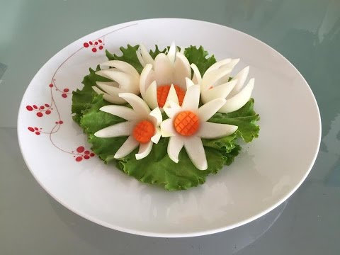 How to decorate food plate with onion flower