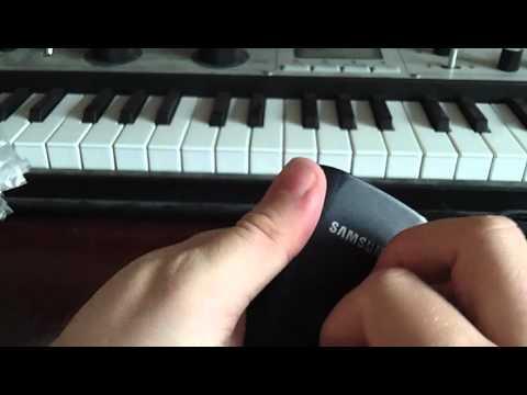 Samsung S8300 Unboxing & stuff