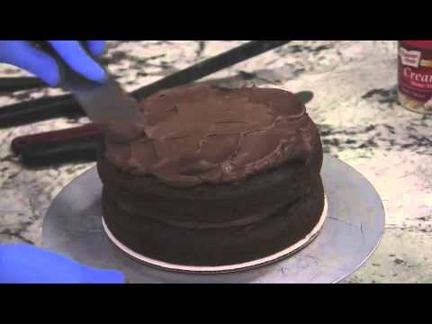 How to Frost a Cake | Duncan Hines®