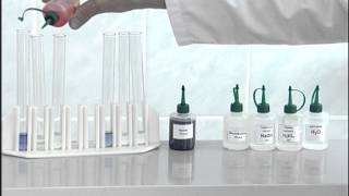 Download Гидролиз солей. Опыт 1. Окраска индикаторов в различных средах Video