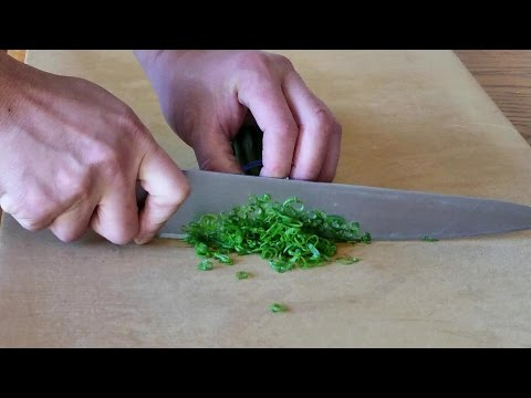 How to thinly cut and prepare green onions