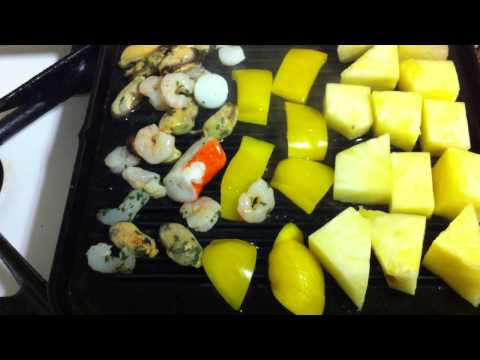 Make pineapple kebabs / Preparing pineapple and seafood kebabs