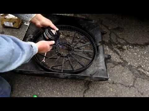 How to Replace the Cooling Fan Motor Assembly on 2003 Jeep Grand Cherokee Laredo WJ