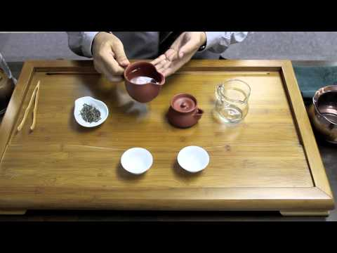 The Brewing Technique of Chinese Green Tea Using Teapot