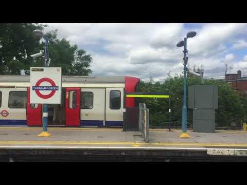 London Undergrounds Trains at Turnham Green 2018