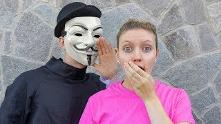 GAME MASTER TELLS GRACE SHARER TOP SECRET MYSTERY CLUES & ESCAPE ROOM DETAILS!!