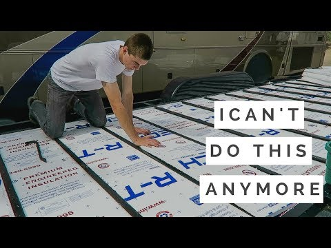 TINY HOUSE SUBFLOOR INSULATION | HOW TO BUILD A TINY HOUSE ON WHEELS STEP BY STEP | DAY 10