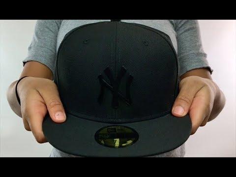 Yankees 'BLACK METAL-BADGE' Black Fitted Hat by New Era