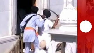 Dramatic sword fight breaks out between Sikhs at Golden Temple in India