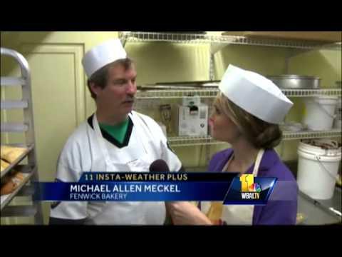 Mmmmm ... Ava helps bakers make mini Ravens football cakes