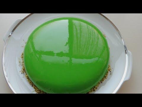 Pistachio mousse cake / mirror glaze
