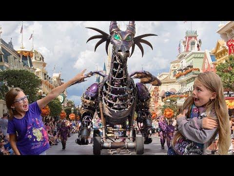 Parade in Disneyland Paris 2017 Magic on Parade