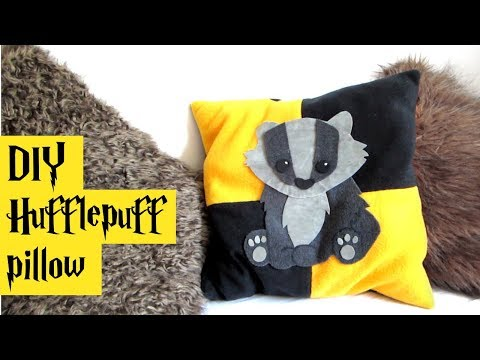 DIY Hufflepuff pillow - Harry Potter tutorial - hogwarts house line