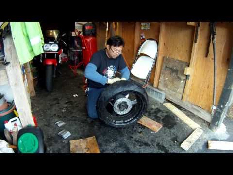 How to change a motorcycle tire (HD)
