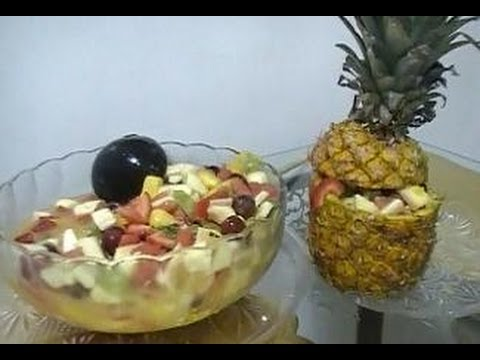 Fruit Cocktail & a Pineapple Bowl/Cocktail de Fruta y un Plato de Piña