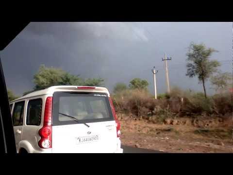 भारी बारिश और चक्रवात से भारी तबाही।very heavy rain forest and Tornedo in India based.