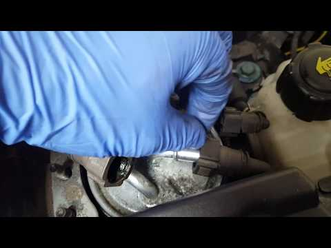 Nissan Qashqai diesel fuel filter replacement, bleeding the fuel. 1.6 dci and 2.0 dci.