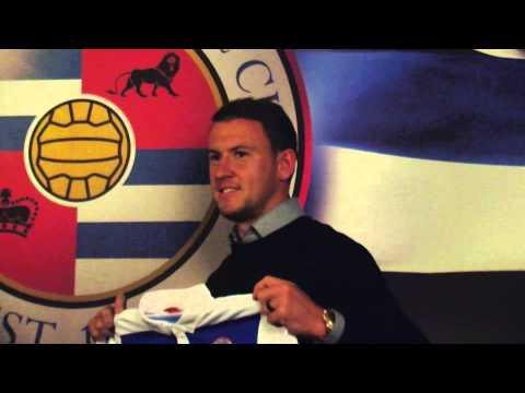 Simon Cox Returns!   Striker arrives at Madejski Stadium