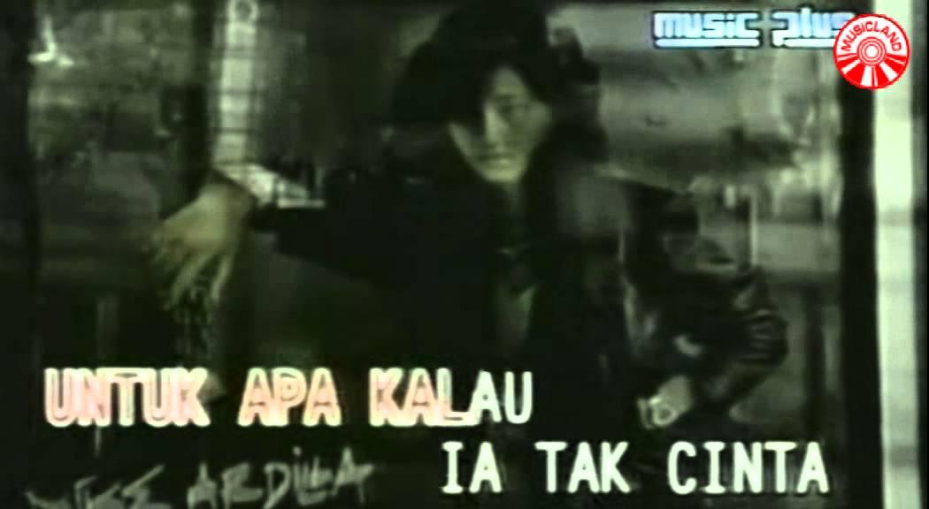 Download Nike Ardilla - Mama Aku Ingin Pulang [Official Music Video] MP3 Gratis