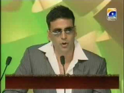 Akshay Kumar refuses to take the award and gives it to Aamir Khan