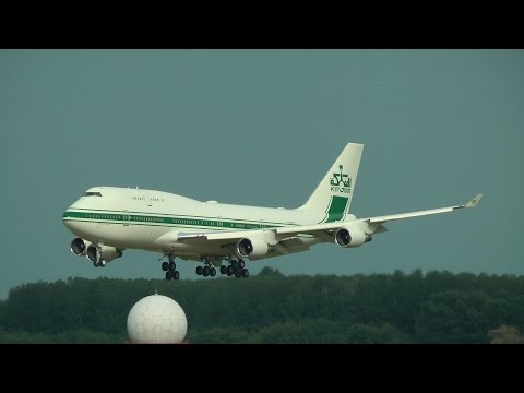 Kingdom Holding Company Boeing 747-400 landing at LHBP (with ATC)