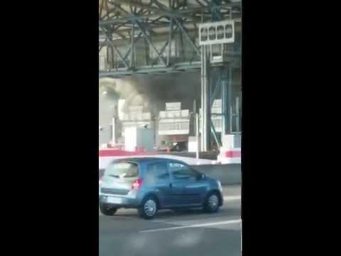 Incendie d'un bus a un Péage entre Lyon et Grenoble .