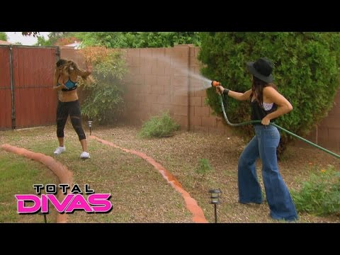 Xxx Mp4 Nikki Bella Tries To Convince Brie Bella To Agree To An Endorsement Deal Total Divas Feb 2 2016 3gp Sex