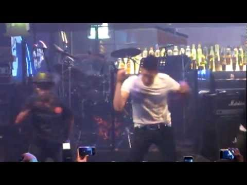 Jay Park dancing to Know Your Name with lucky fans @ Singapore showcase 29 April 2012