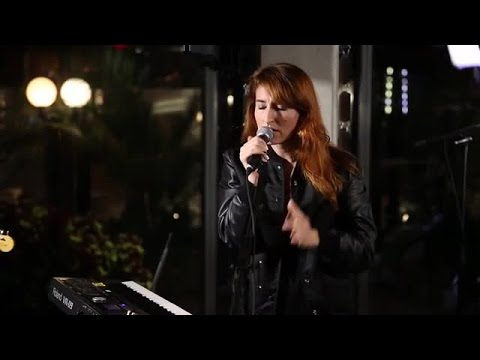 Hannah Georgas performs Evelyn