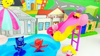 PEPPA PIG PJ MASKS BEN E HOLLY EMILY SUZY E FRAGOLINA - festa in piscina a casa di Peppa Pig!