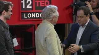 How to Pickpocket - Professional James Freedman Teaches : Pickpocket at School : Pick Pocketing