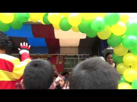 Estudiantes de la escuela celebran el dia del maestro