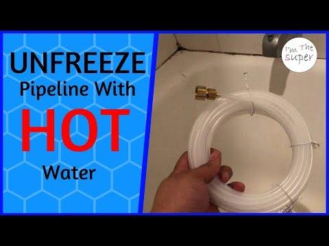 Unfrezze thawinng pipe with hot  water